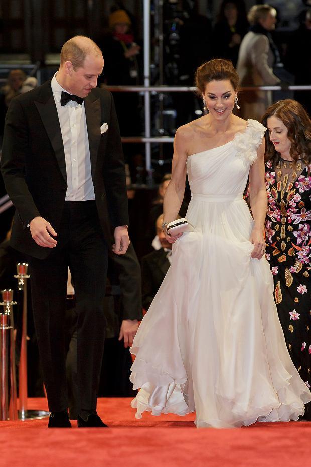 Zdjęcie numer 3 w galerii - Olśniewająca księżna Kate u boku męża na gali BAFTA 2019. W przepięknej, białej kreacji przyćmiła największe gwiazdy