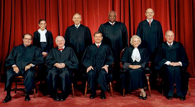 Sędziowie Sądu Najwyższego, Scalia i Ginsburg najbardziej po lewej