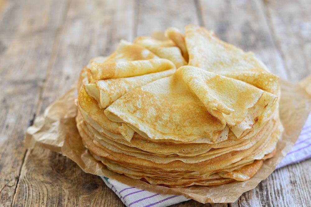 Naleśniki to pyszne i pożywne danie, które wspaniale się nadaje na śniadanie, obiad i kolację.