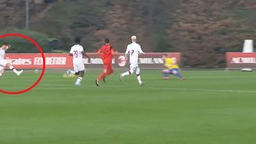 Krzysztof Piątek strzela gola dla Milanu