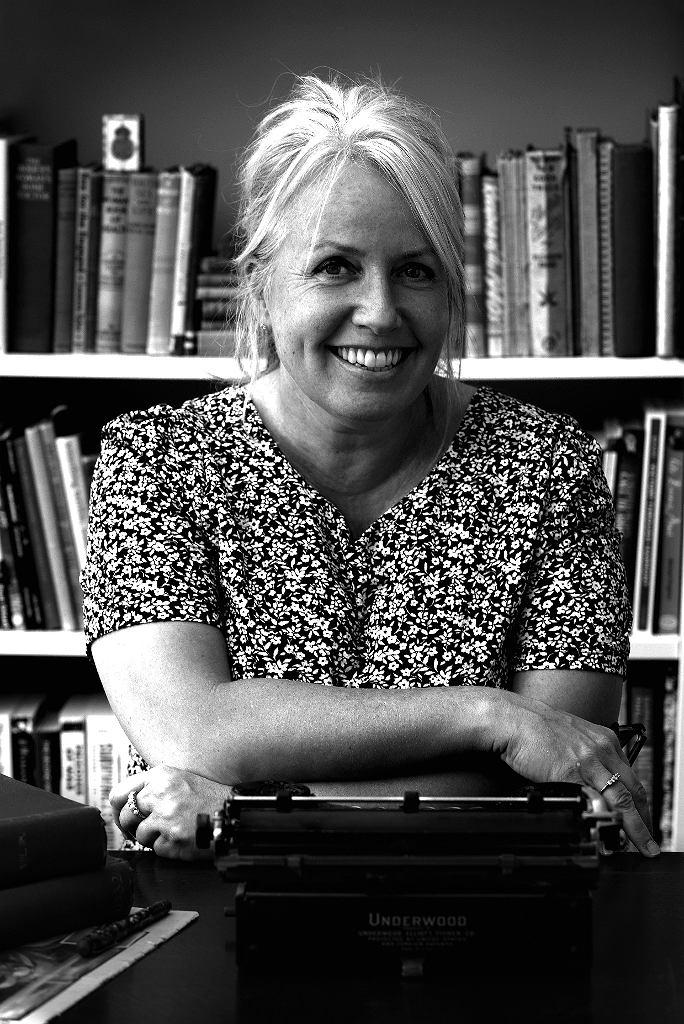 AJ Pearce, autorka książki 'Droga pani Bird'.