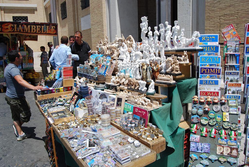 Z Rzymu mają zniknąć stoiska z pamiątkami