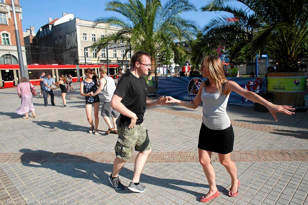 Impreza w karaibskich rytmach na rynku / Impreza w karaibskich rytmach na rynku/Fot.DAWID CHALIMONIUK