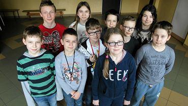 Uczniowie z Oblęgorka, którzy pisali prace na temat 'Najważniejszy człowiek w moim życiu'