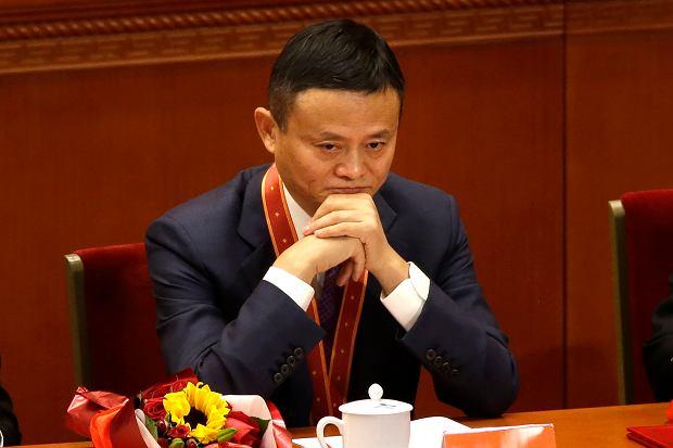 """Jack Ma, ikona technologicznej potęgi Chin, wrócił z tajemniczego """"wygnania"""" z podkulonym ogonem. Pekin go złamał?"""