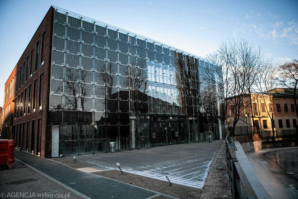 Budynek WFOŚiGW w Gdańsku. Zainstalowane na nim panele fotowoltaiczne są zintegrowane z budynkiem. To technologia, którą z powodzeniem rozwijają polscy innowatorzy