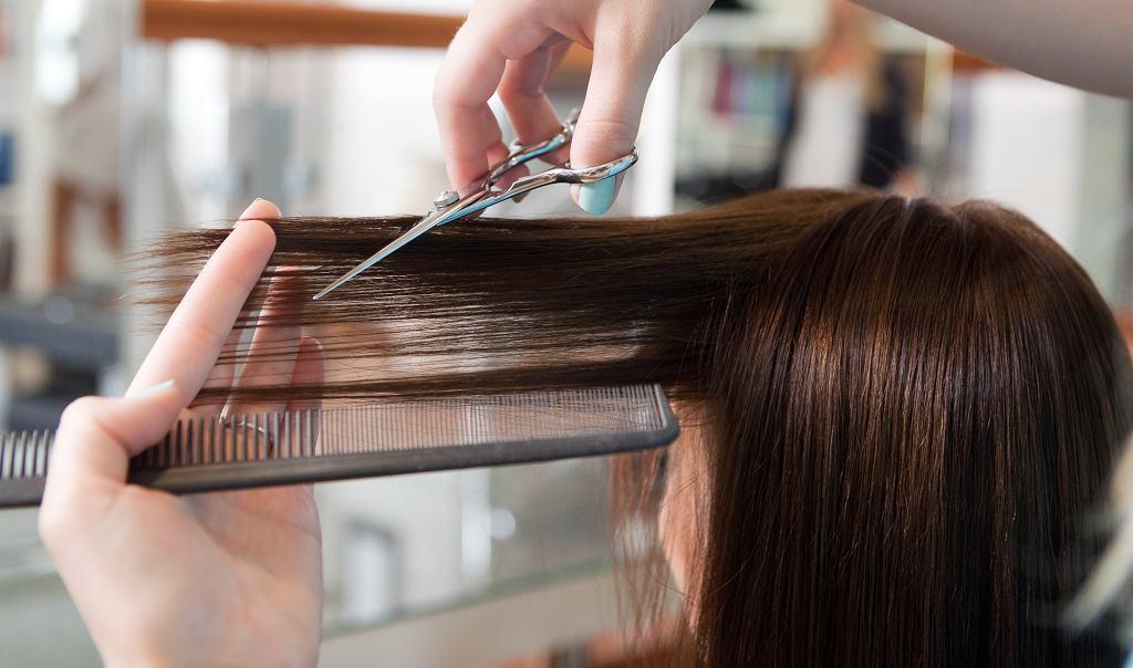 Krótkie fryzury damskie dla kobiet po 40-tce. Modne cięcia, które optycznie odmładzają (zdjęcie ilustracyjne)