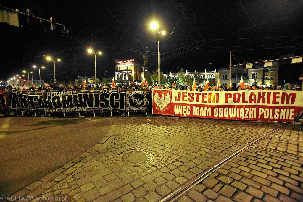 Hasła na marszu z okazji Święta Niepodległości. Wrocław, 11 listopada 2013 r.