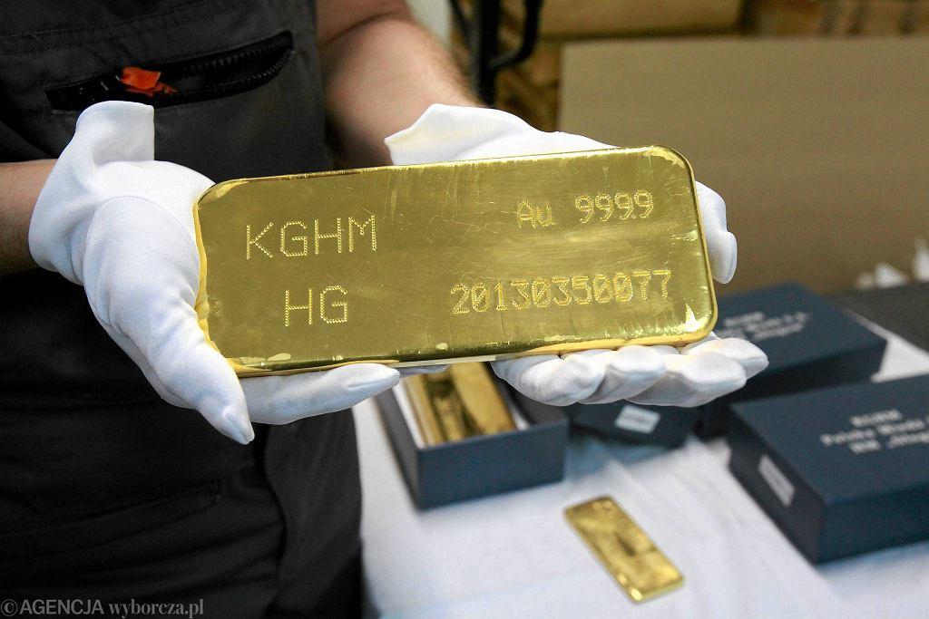 KGHM jest znaczącym eksporterem złota, za które zapłatę otrzymuje w dolarach