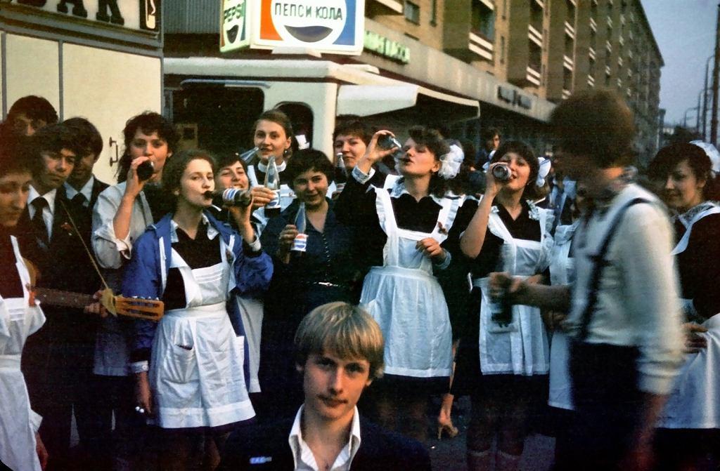 Rosyjskie dzieci pijące Pepsi, Moskwa, 1981 rok