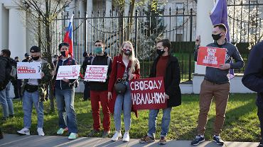 Akcja wsparcia dla Aleksieja Nawalnego przed Ambasadą Rosji.