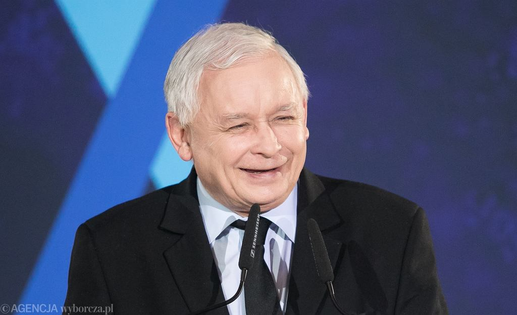 Jarosław Kaczyński przekazał swoją 'trzynastkę' na cele dobroczynne. 'Łzy mi się na oczy cisną'