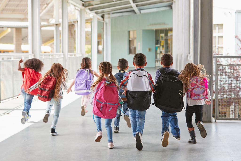 Od poniedziałku uczniowie klas 1-3 będą mogli skorzystać z opieki w szkole