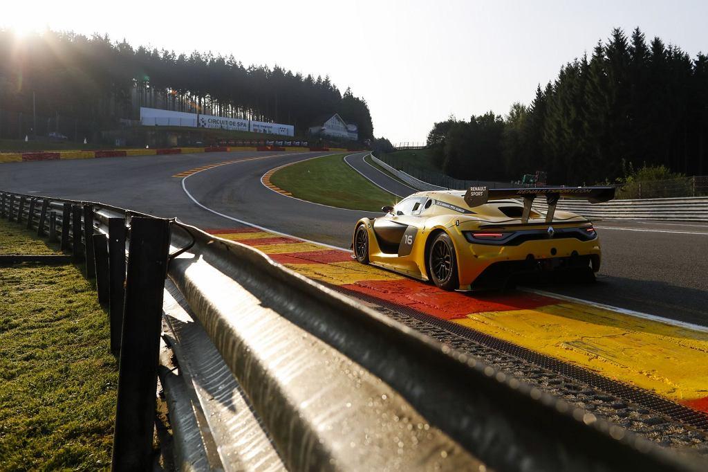 Robert Kubica za kierownicą Renault Sport RS 01 na torze w Spa