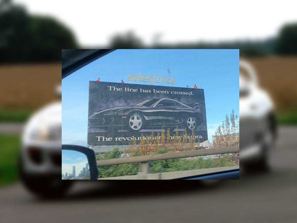 Billboard z Toyotą Suprą
