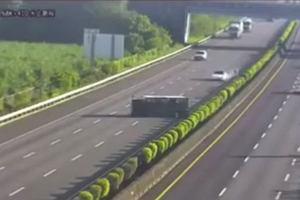 Tesla 3 wjechała w przewróconą ciężarówkę. Autopilot nie zahamował