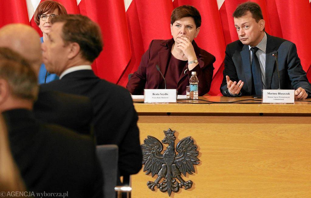 Premier Beata Szydło i minister spraw wewnętrznych Mariusz Błaszczak