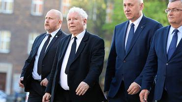 Jarosław Kaczyński, Joachim Brudziński i Andrzej Adamczyk (2018 r.)