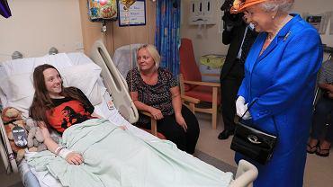 Królowa Elżbieta II w szpitalu dziecięcym w Manchesterze
