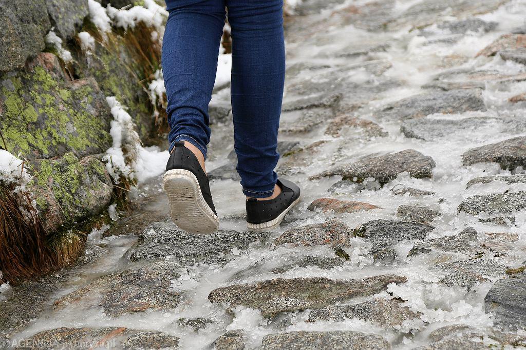 Pierwszy jesienny śnieg nie zaskoczył większości turystów jednak zdarzyli się tacy których obiór i obuwie nie nadawało się na wycieczki wysokogórskie.