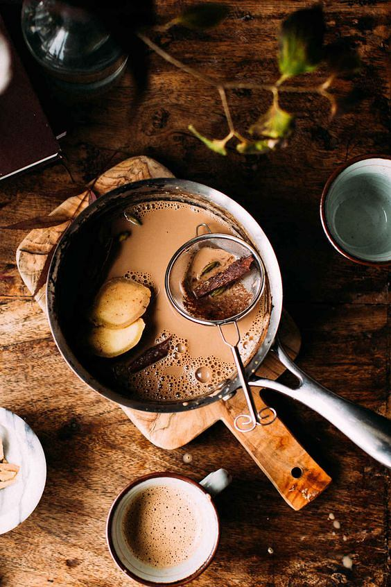 Masala czaj to indyjska herbata z mlekiem i przyprawami