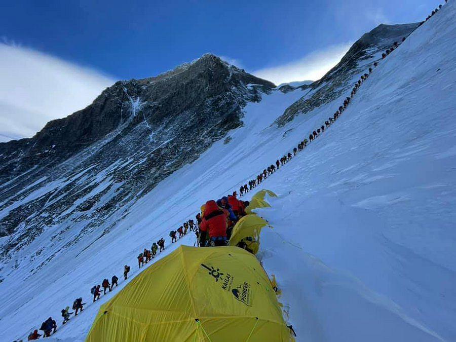 Ogromna kolejka pod Mount Everesta