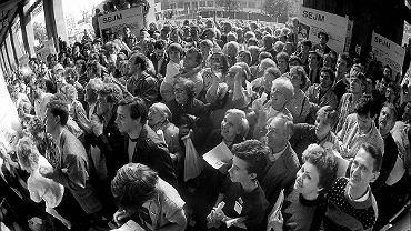 Warszawska kawiarnia 'Niespodzianka' przy. Pl. Konstytucji - sztab wyborczy 'Solidarności', 4 czerwca 1989. Niedziela, 28 lat temu, wybory do Sejmu i Senatu