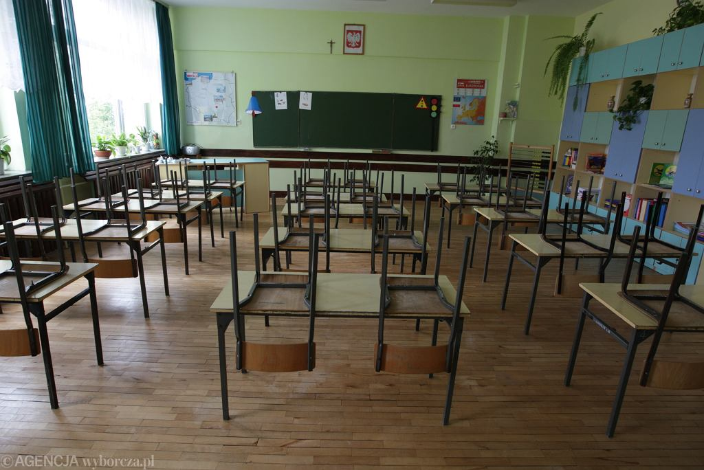 Powrót do szkoły. Uczniowie: Odpytywanie z całego materiału i sprawdzanie notatek. Potraktowano nas niesprawiedliwie