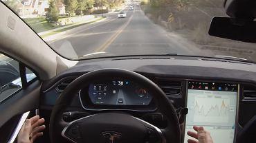 Autopilot w samochodach Tesli