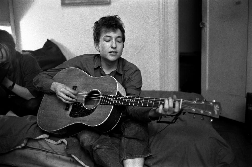 Bob Dylan w swoim mieszkaniu w Greenwich Village, 1962
