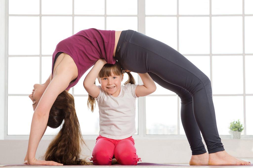Warto ćwiczyć razem z dzieckiem. Dzięki temu przekazujemy dobre wzorce!