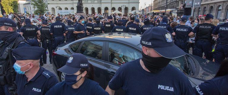 Przemoc, chaos, łapanka. RPO o zatrzymaniach na Krakowskim Przedmieściu