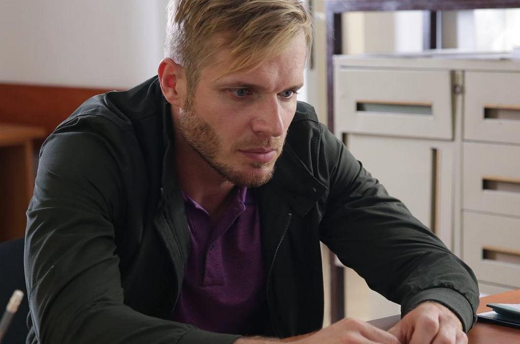 kadr z serialu 'M jak miłość', Artur Skalski (Tomas Ciachorowski)