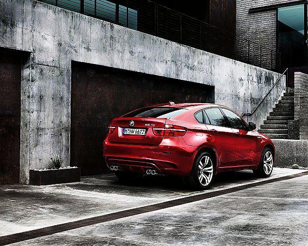 Najmocniejsza wersja to X6 M z silnikiem o mocy 555 KM. 0-100 km/h w 4,7 sekundy
