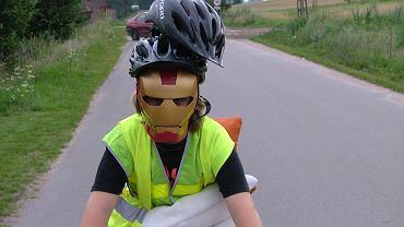 Tak według fachowców od Bezpieczniactwa Ruchu Drogowego powinien ubierać się bezpieczny rowerzysta.