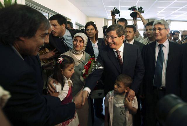 Turecki minister spraw zagranicznych Ahmet Davotoglu spotkał się z przedstawicielami powstańczego rządu w Benghazi i przekazał im wyrazy poparcia.