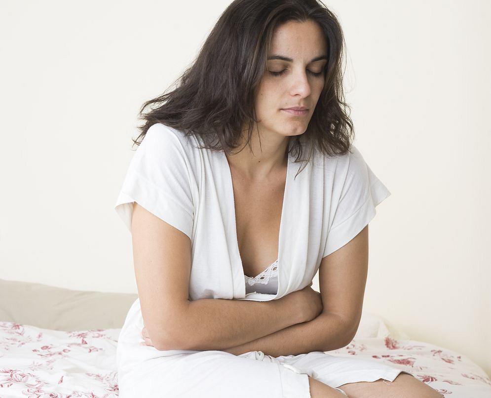 Ile razy w sytuacji stresowej dokuczał ci brzuch? To może być skutek skoku hormonu stresu i za moment wszystko wróci do normy. Czasem jednak sprawa jest poważniejsza