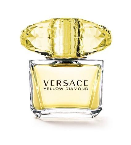 Versace Yellow Diamond to opowieść o krysztale, który przemienia się w diament. Flakon jest kreacją jedyną w swoim rodzaju, luksusem czystej geometrii. Design pełen ponadczasowej elegancji; to wyrafinowane, nowoczesne dzieło niezaprzeczalnej urody. Proste linie i precyzyjnie szlifowane płaszczyzny maksymalnie uwydatniają kolor i blask zapachu. Elegancki kryształowy korek zamyka bukiet nadzwyczajnej czystości. Oszlifowany niczym prawdziwy diament, daje niesamowity efekt gry świateł.