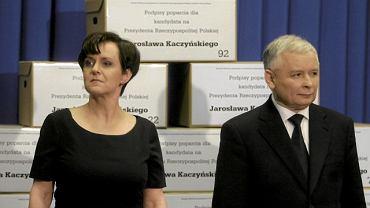 6 maj 2010 r. Joanna Kluzik-Rostkowska i Jarosław Kaczyński na konferencji, podczas której dziękowano za podpisy pod kandydaturą prezesa PiS na prezydenta
