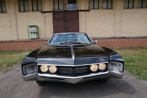 Buick Riviera | W czerni jej do twarzy