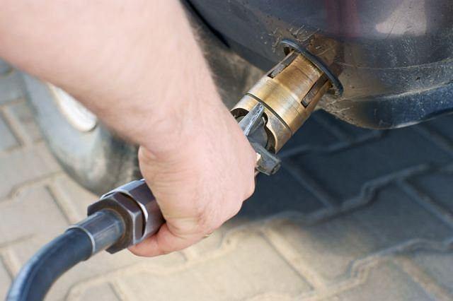 Wprowadzenie nowych przepisów obniży cenę autogazu nawet o 10 gr. na litrze.
