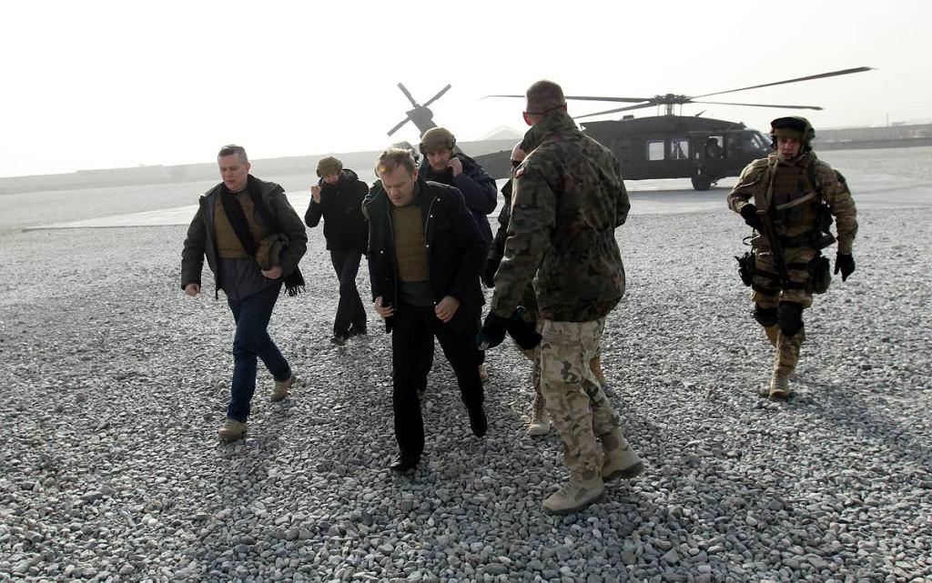Ghazni, Afganistan 22.12.2011. Premier Donald Tusk podczas spotkania z żołnierzami w bazie w Ghazni