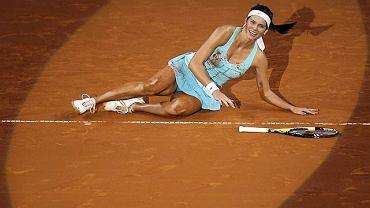 Julia Goerges nigdy nie znalazła się w pierwszej dziesiątce rankingu WTA, ale może liczyć na najwyższe miejsca w rankingu najseksowniejszych tenisistek. W sieci większe zainteresowanie od jej gry budzi imponujący dekolt. Zajmująca 23. miejsce w rankingu WTA Julia Goerges będzie rywalką Agnieszki Radwańskiej w IV rundzie Australian Open. Do tej pory Goerges nie spotkała się z Agnieszką Radwańską ani razu, ale trzy razy grała przeciwko jej siostrze, Urszuli, notując trzy porażki.