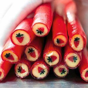 W Ciuciu Artist cukierki powstają na oczach klientów, najczęściej tych młodszych.