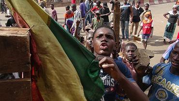 Mieszkańcy stolicy Mali Bamako protestują przeciw postawie rządu wobec rebelianckich Tuaregów.