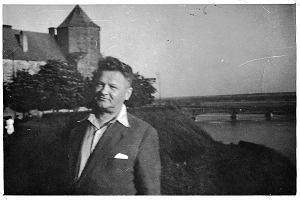 Poezja Broniewskiego Aktualne Wydarzenia Z Kraju I