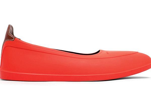 Galosze to krótkie kalosze stworzone specjalnie po to, by chronić eleganckie pantofle na skórzanej podeszwie przed zamoczeniem.