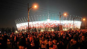 Kibice rozchodzą się do domów po meczu Polska - Portugalia