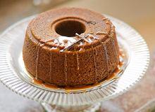 Miodowe ciasto z sosem toffi - ugotuj