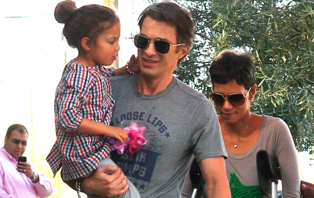 on crutches Halle Berry with Olivier Martinez and Nahla at breakfast place Public in Hollywood sunday  Jan 29, 2012 X17online.com  *** Local Caption ***  Halle Berry